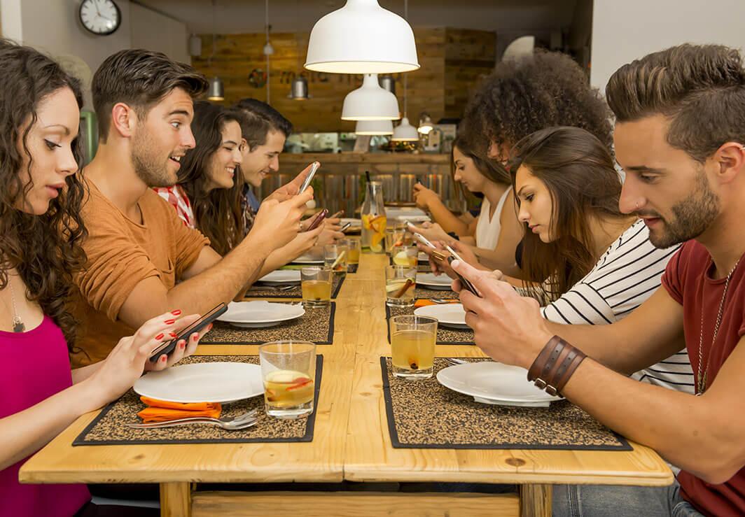 5 conseils utiles pour mettre en lumière son site web de restauration sur les réseaux sociaux